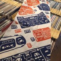 MINGALANG - オリジナル切り絵ラジカセ手ぬぐい 柿色/<wbr>紺 : chill <wbr>(JPN)