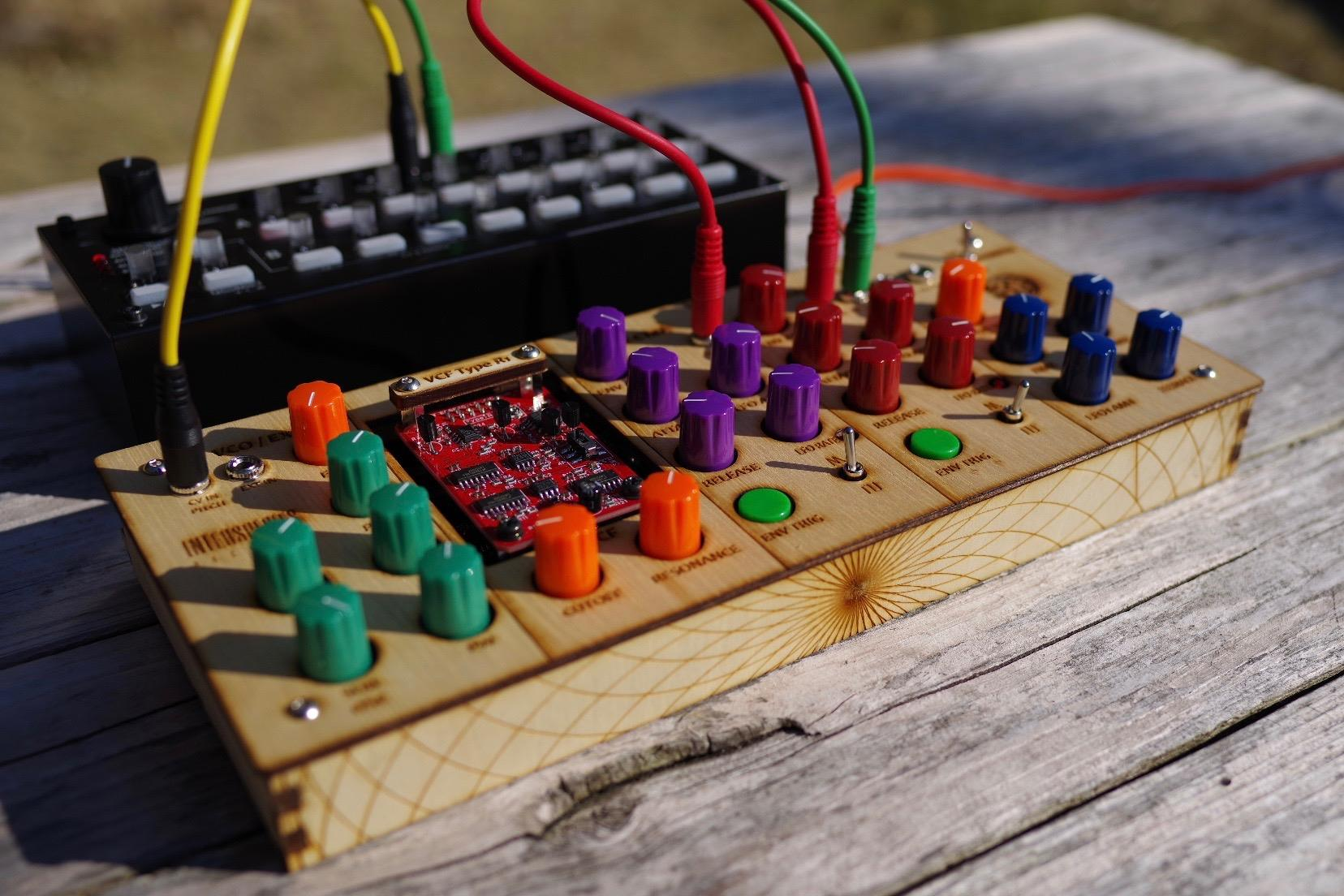 INTERSPECIES SYNTHESIZER - organica : Analog Synthesizer gallery 2